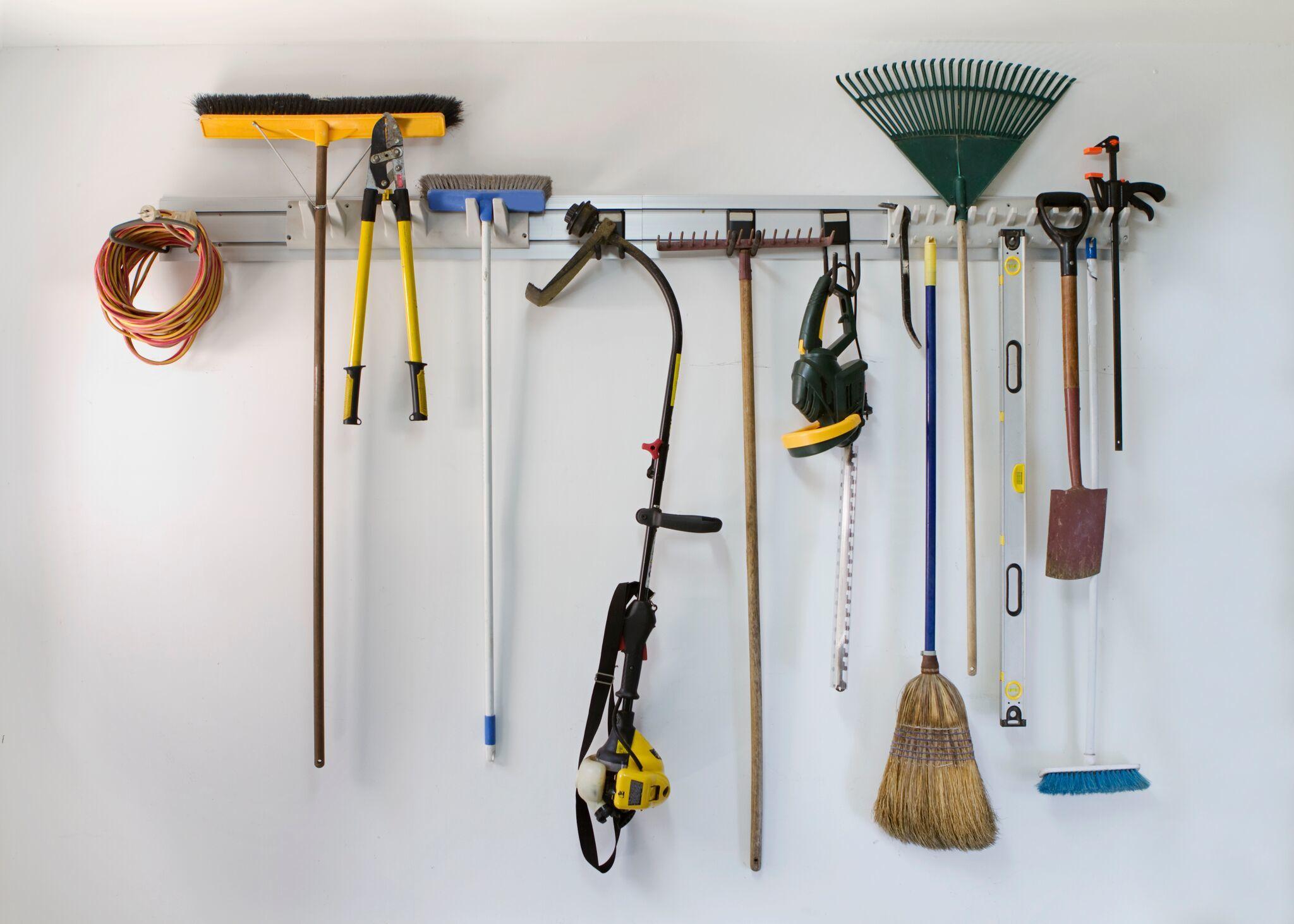 Creative-Door-Garden-Tool-Wall