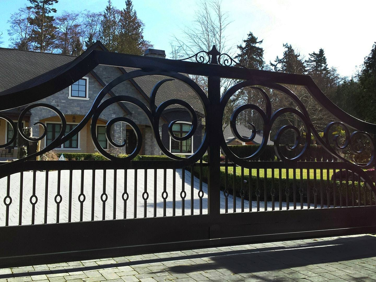 Creative-Door_Residential_Slide_Gate_with_cantilevered_track
