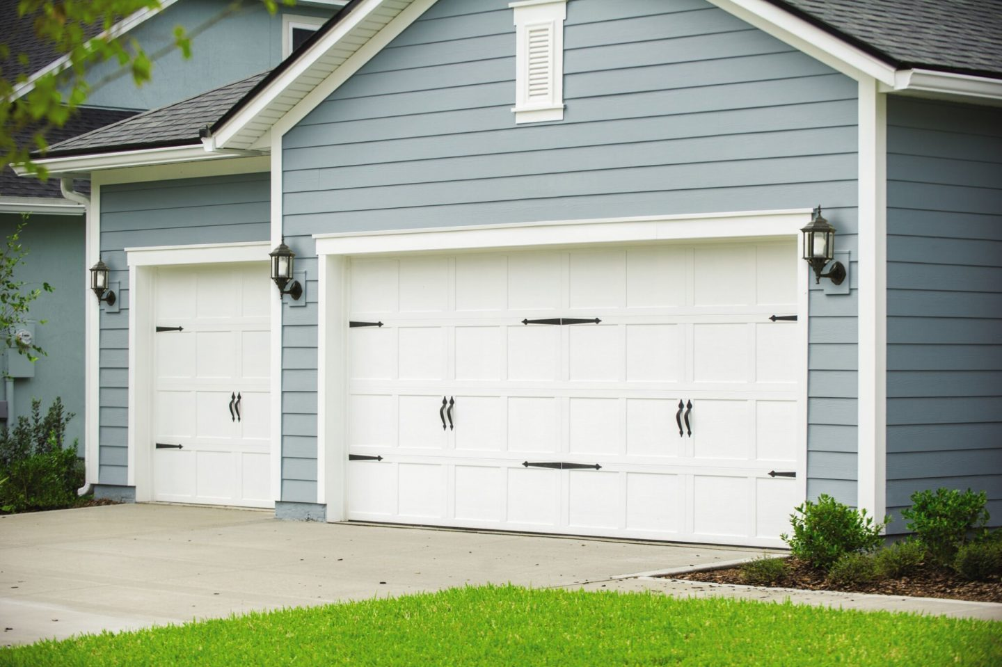 grey-house-with-front-drive-and-white-garage-doors-with-black-hardware.jpg?mtime=20181123164206#asset:10858:c1440xauto