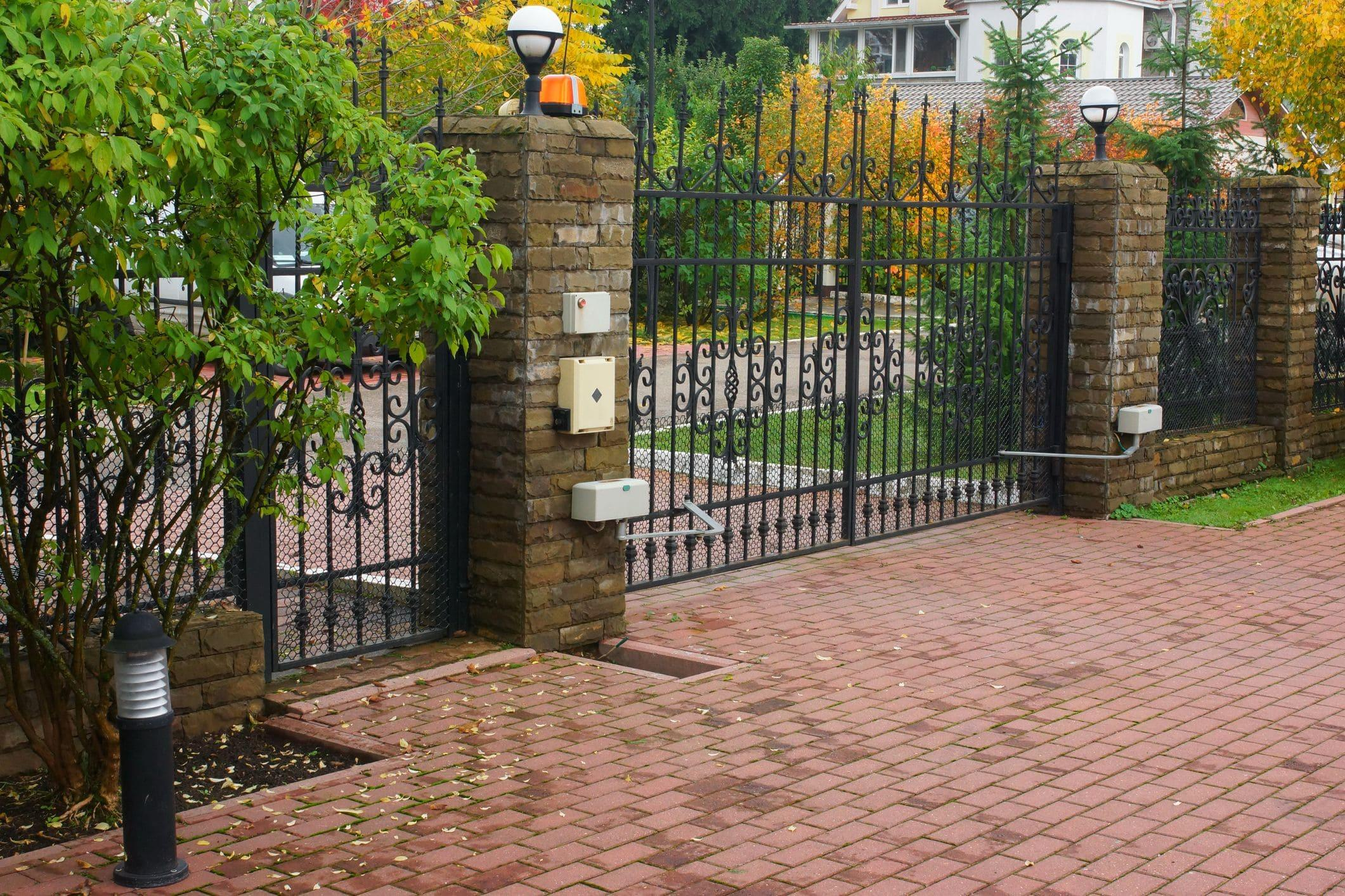 residential swing gate with gate operator