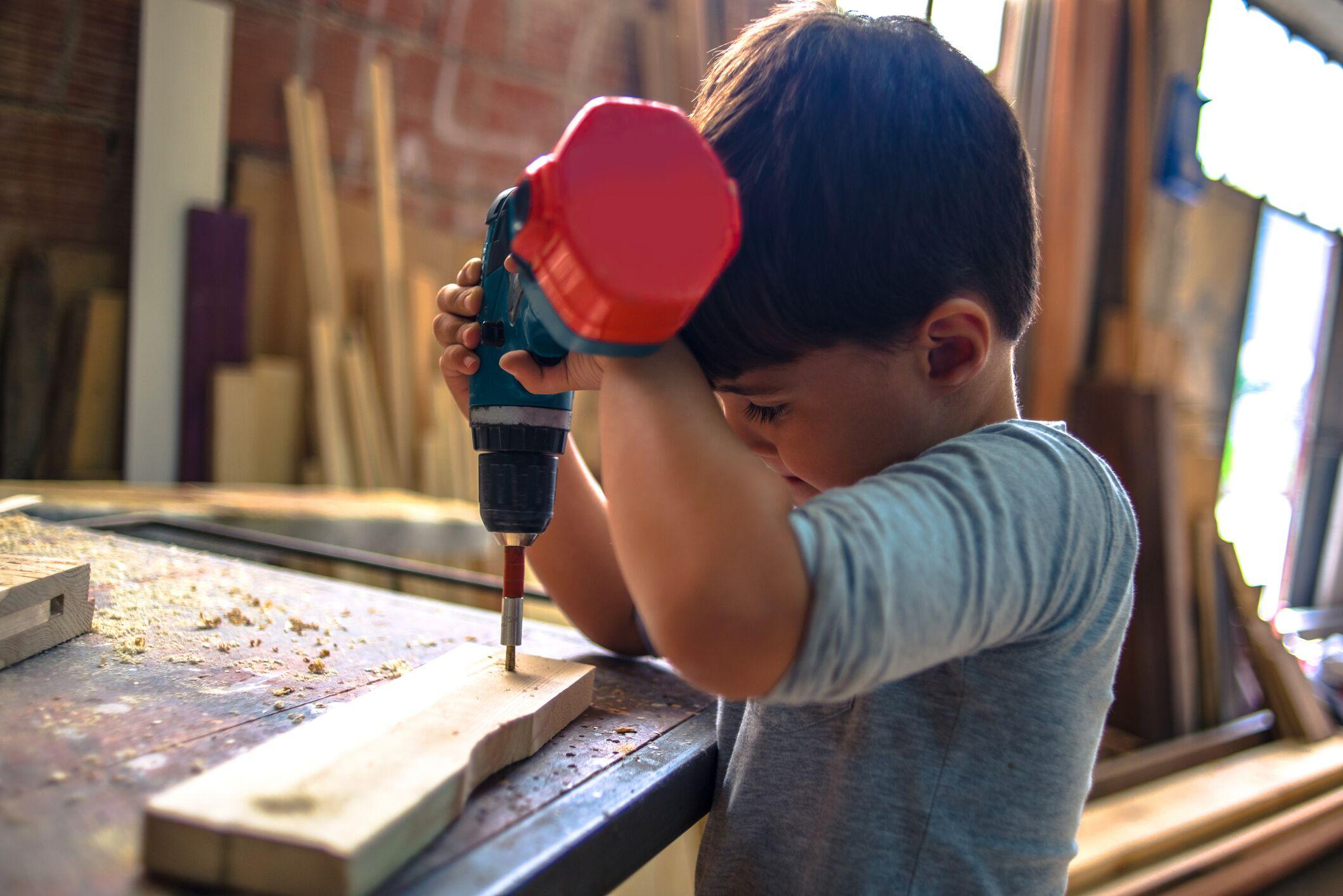 child-using-power-tool.jpeg?mtime=20200306090129#asset:16692