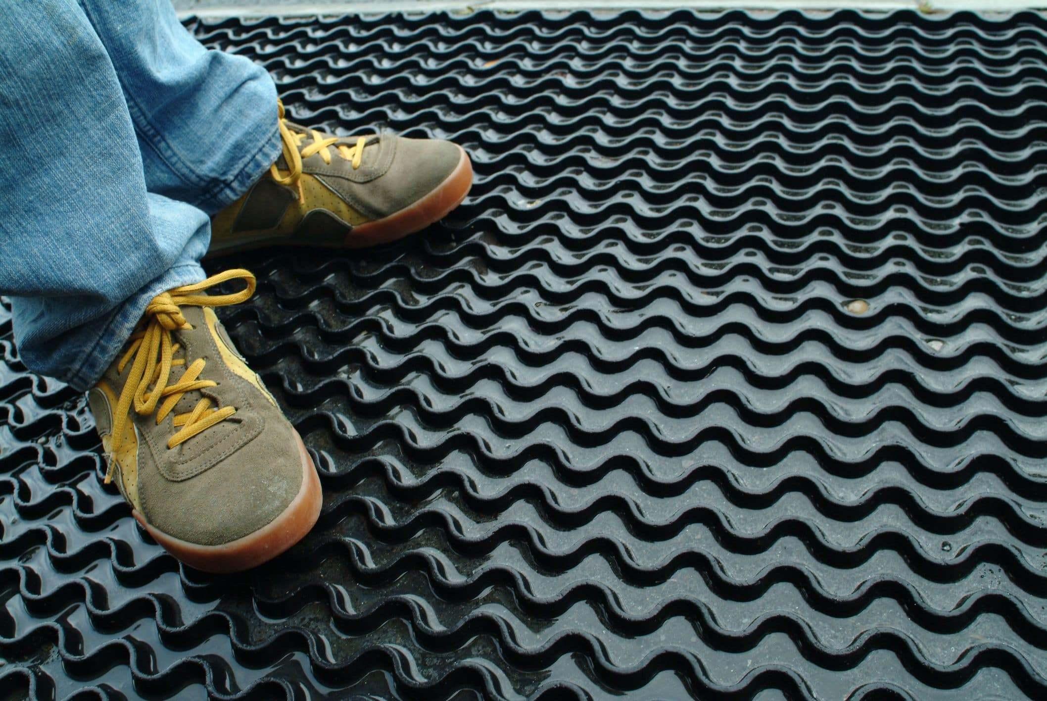 garage containment mat