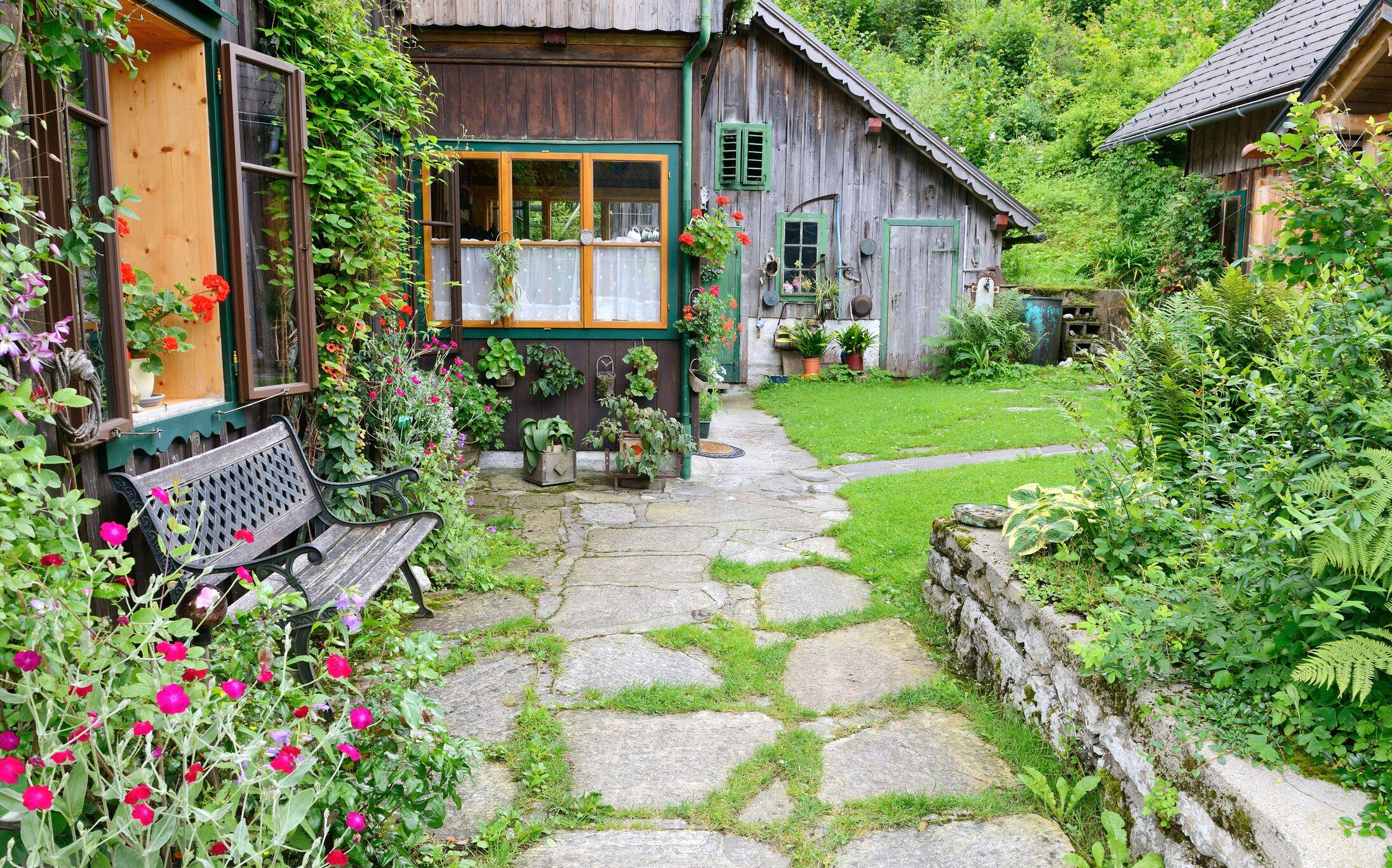 farmhouse-backyard.jpeg?mtime=20200306084025#asset:16675