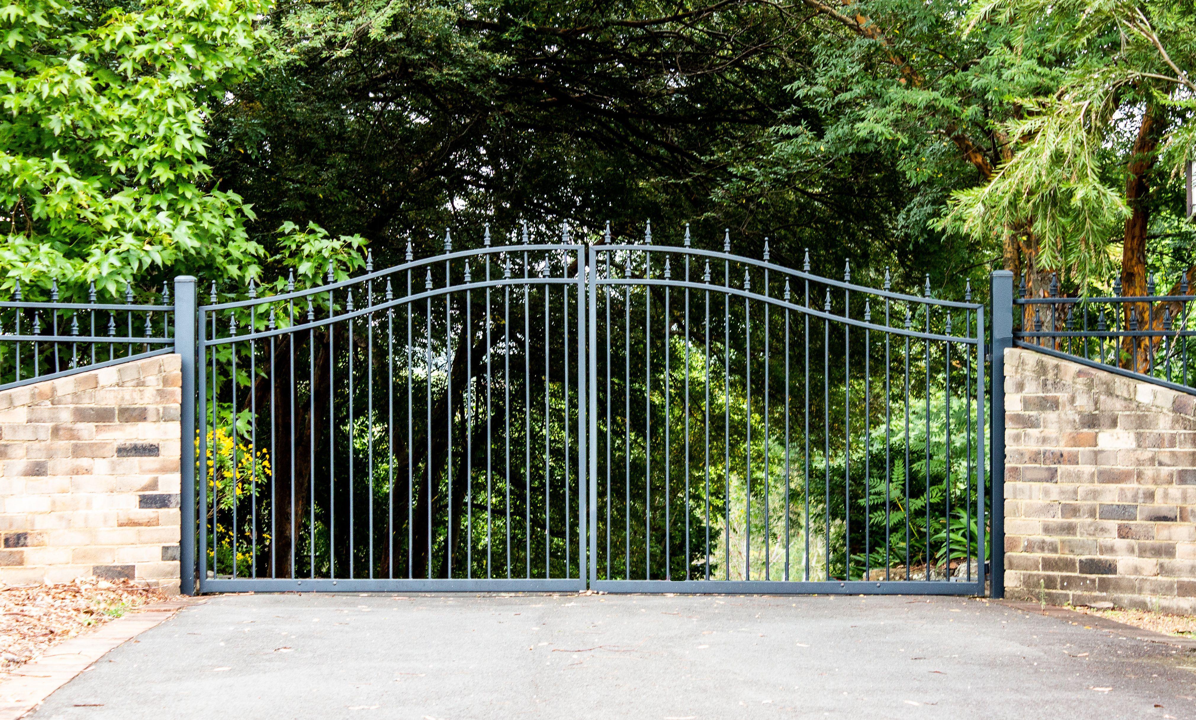 metal-driveway-gate.jpeg?mtime=20200810074219#asset:19146
