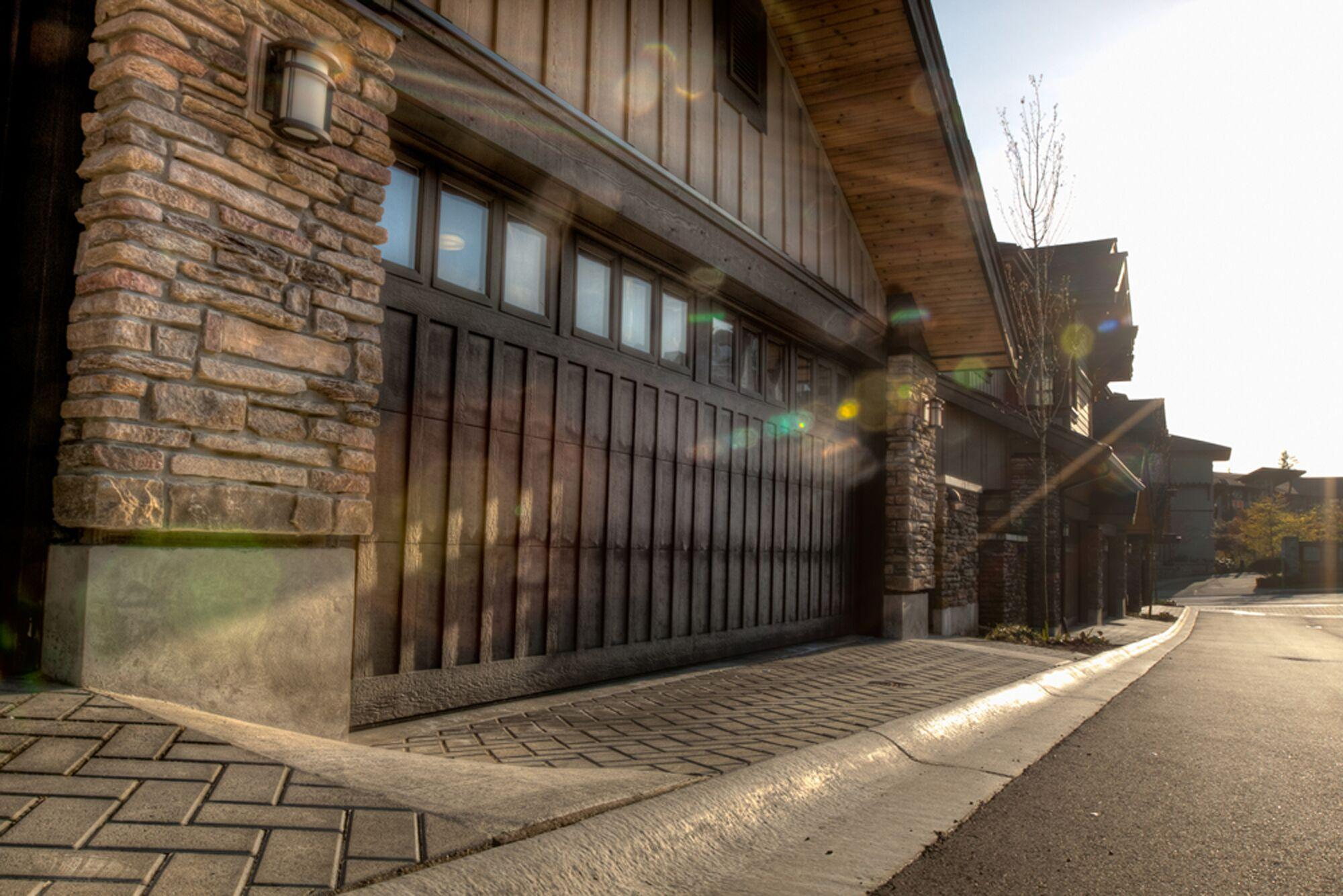 wood-garage-door.jpeg?mtime=20190913140913#asset:14287